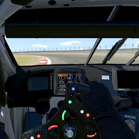 POV aus SIM Racer-Sicht mit Blick auf die Kurve der Rennstrecke durch die Windschutzscheibe.